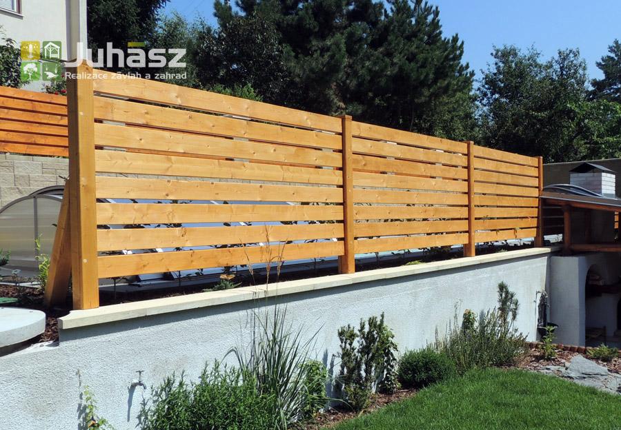 bazén, terasa, světla, výsadba, dřevěný plot